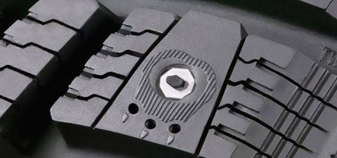 Air Claw Technology - многогранный якорный шип в композиции с отверстиями ударопоглощения